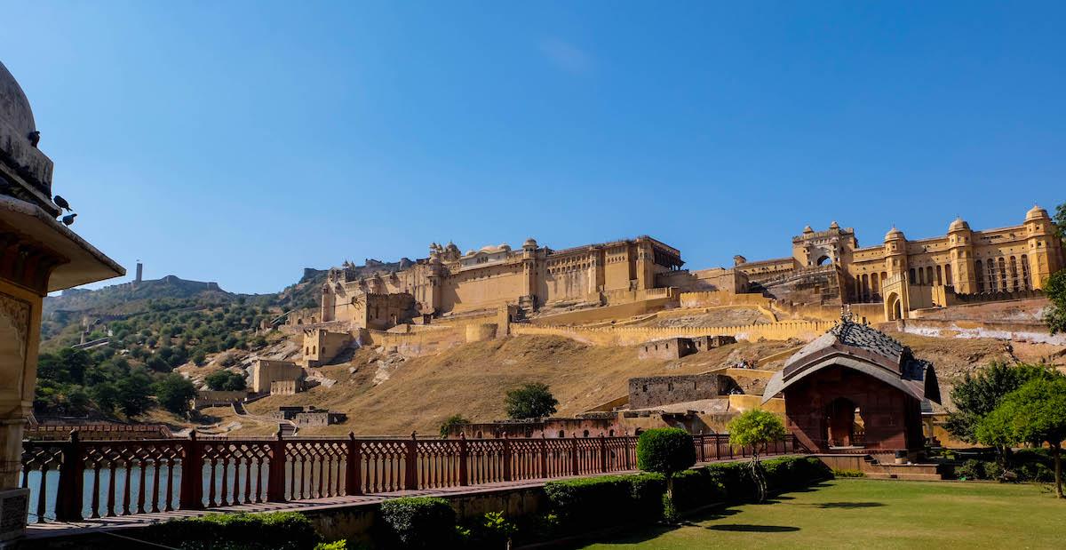 Taj mahal jaipur udaipur varanasi les incontournables for Une chambre en inde theatre du soleil
